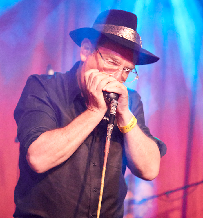 Ian Wilks - vocals and howling harmonica
